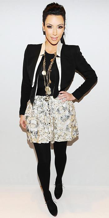 किम Kardashian 2011 Looks - Charlotte Ronson top and vintage Chanel necklace