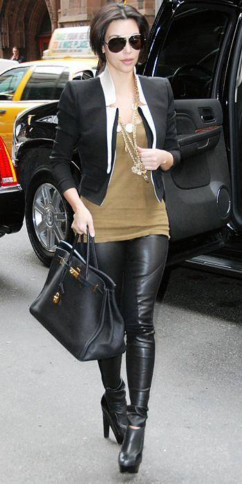 किम Kardashian 2011 Looks - cropped blazer and black leather boots