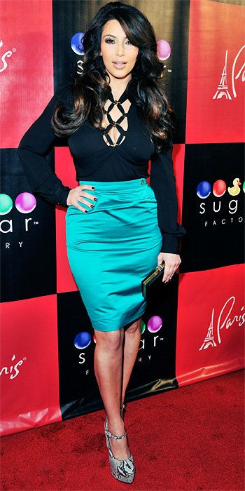 किम Kardashian 2011 Looks - Gucci skirt and blouse, Christian Louboutin heels, and a YSL clutch