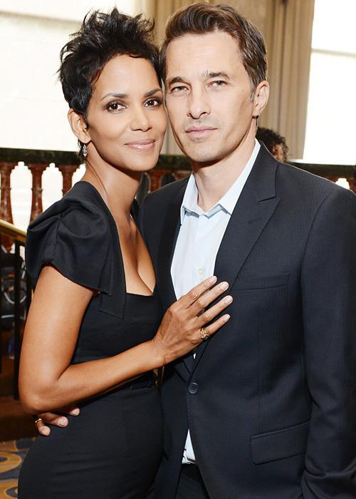 ชื่อเสียง Wedding Photos - Halle Berry and Olivier Martinez