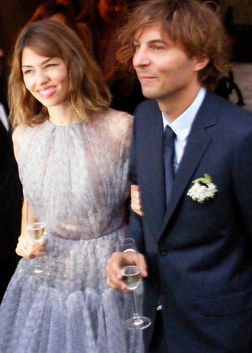 ชื่อเสียง Wedding Photos - Sofia Coppola and Thomas Mars