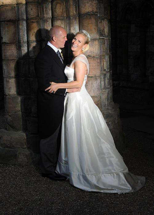 ชื่อเสียง Wedding Photos - Zara Phillips and Mike Tindall