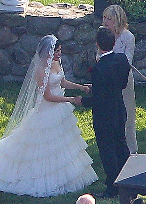 ชื่อเสียง Wedding Photos - America Ferrera and Ryan Piers Williams