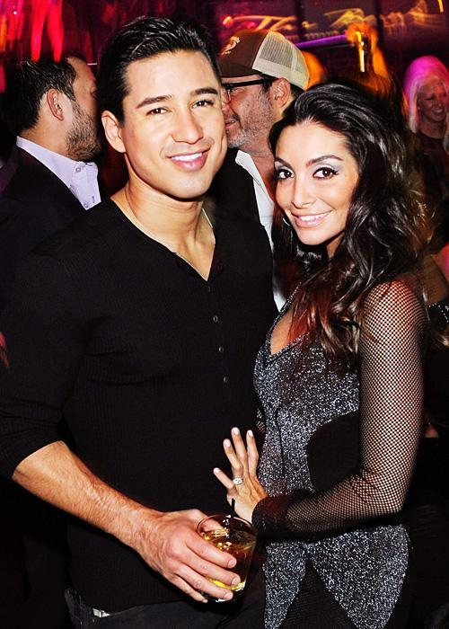 ชื่อเสียง Wedding Photos - Mario Lopez and Courtney Mazza