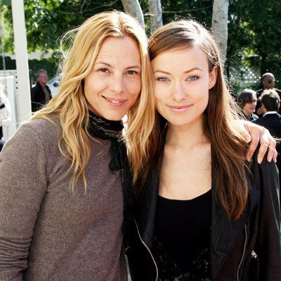 कलाकार की for Peace and Justice Benefit for Haiti - Maria Bello and Olivia Wilde