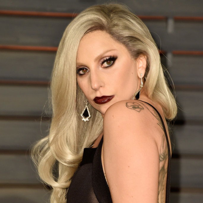महिला Gaga at the Vanity Fair Oscar Party in Beverly Hills, 2015.