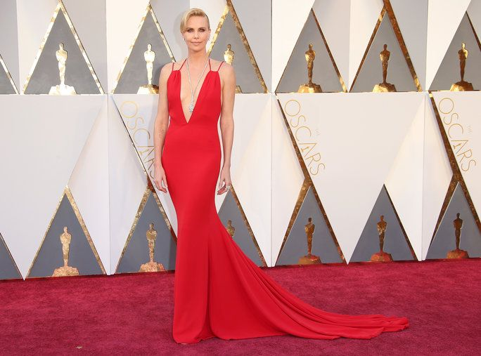चोटी Searched Oscar Dresses - Charlize Theron - 1