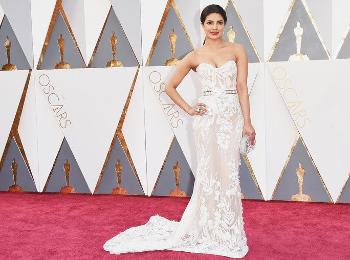 अभिनेत्री Priyanka Chopra attends the 88th Annual Academy Awards at Hollywood & Highland Center on February 28, 2016 in Hollywood, California.