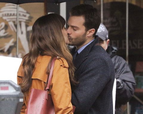 जेमी Dornan and Dakota Johnson film scenes for 'Fifty Shades Darker' in the rain in Vancouver. The two shared a kiss during the scene and then broke out in a laughing fit. Vancouver, Canada - Tuesday March 1, 2016.