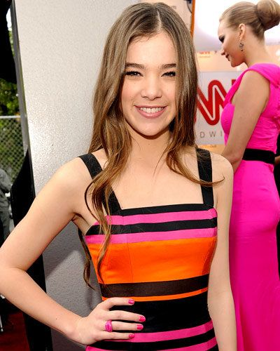 Hailee Steinfeld - Hot Star Nail Polish Trends - Pink Nails