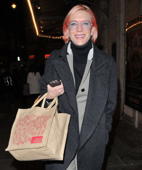 केट Blanchett spotted out & about, walking along St. Martin's Court, London, UK, on Wednesday 23 March 2016.(Photo by Can Nguyen/Capital Pictures/Sipa USA)