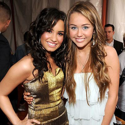 Demi Lovato, Miley Cyrus in Sheri Bodell, 2009 Kids Choice Awards, Los Angeles