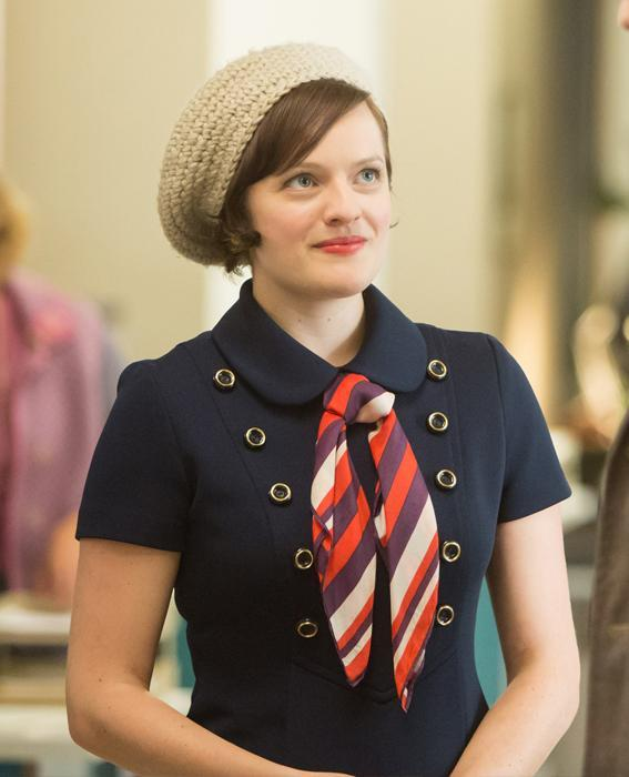 एलिसाबेथ Moss as Peggy Olson in Mad Men wearing navy dress and hat