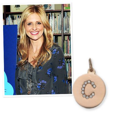 ซาร่าห์ Michelle Gellar in a Helen Ficalora necklace