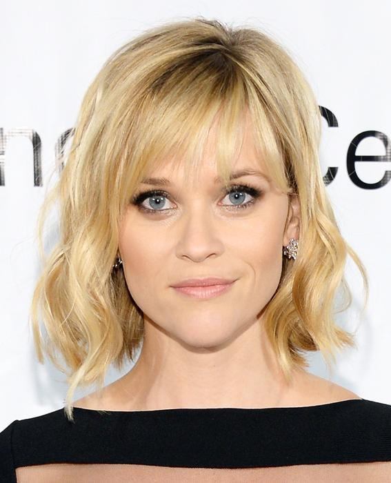 रीज़ Witherspoon wavy short hair with bangs