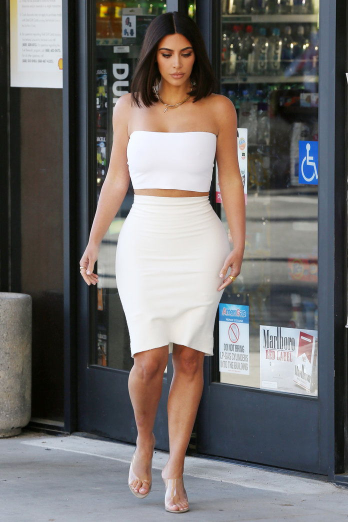 คิม Kardashian Tube Top
