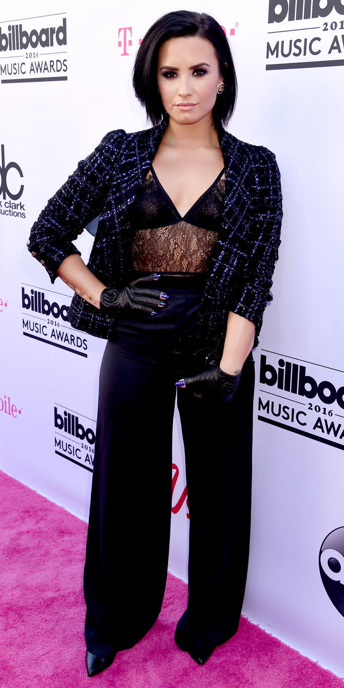 गायक Demi Lovato attends the 2016 Billboard Music Awards at T-Mobile Arena on May 22, 2016 in Las Vegas, Nevada.
