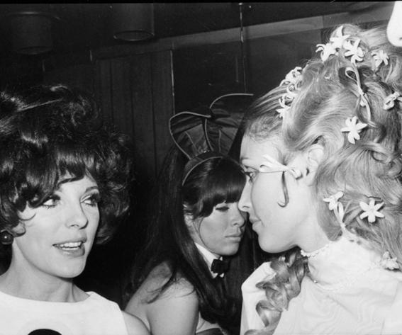 ชารอน Tate and Joan Collins - 1968