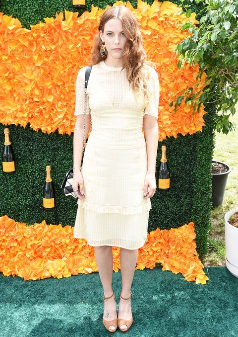 जर्सी CITY, NJ - JUNE 04: Riley Keough attends the Ninth Annual Veuve Clicquot Polo Classic at Liberty State Park on June 4, 2016 in Jersey City, New Jersey. (Photo by Jamie McCarthy/Getty Images for Veuve Clicquot)