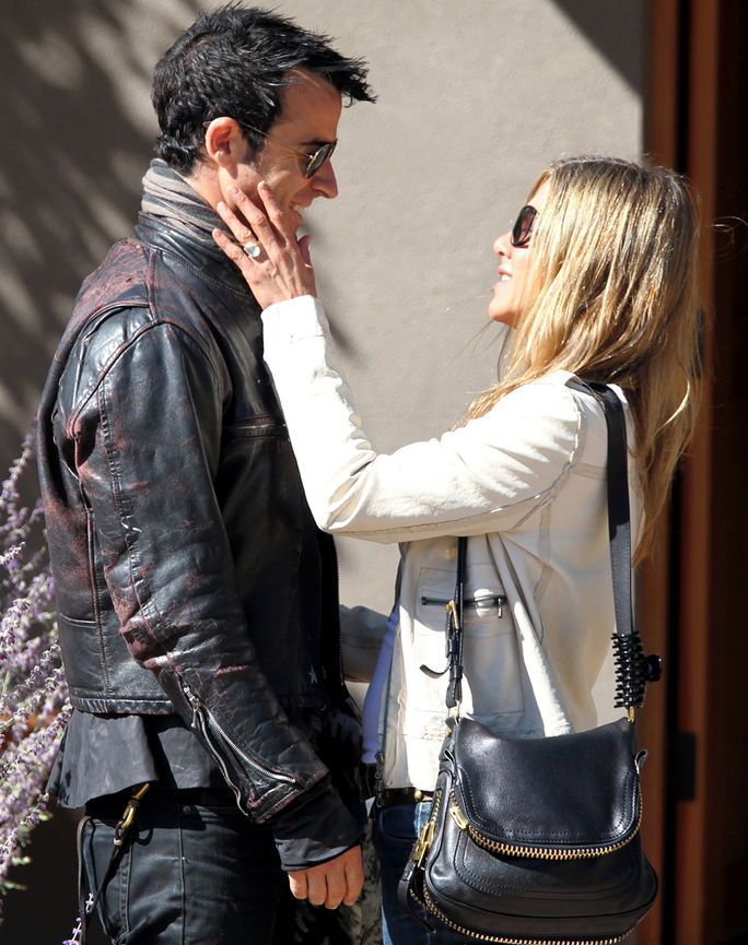 जेनिफर Aniston and Justin Theroux October 6, 2012