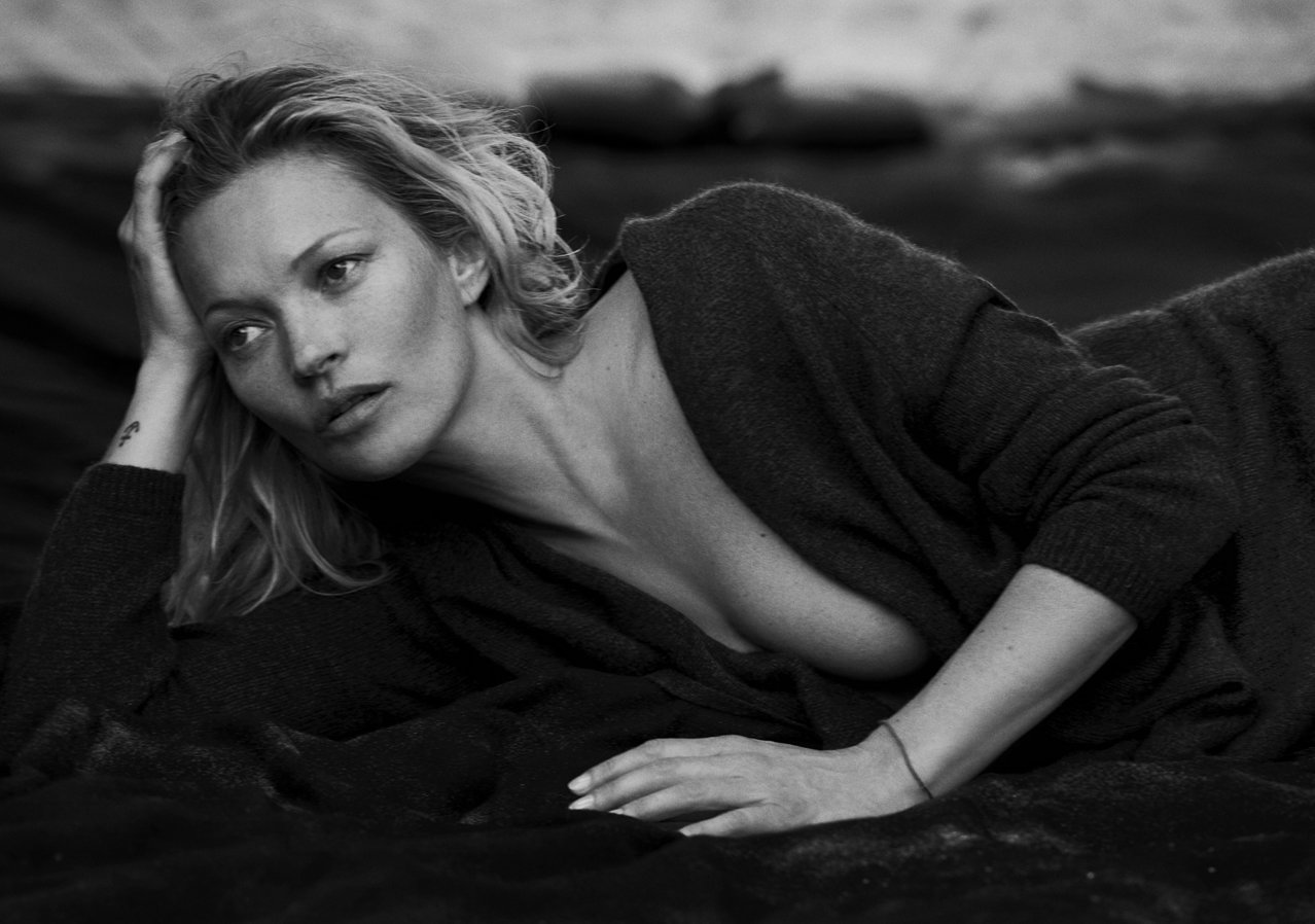 केट Moss in Naked Cashmere Campaign - Embed