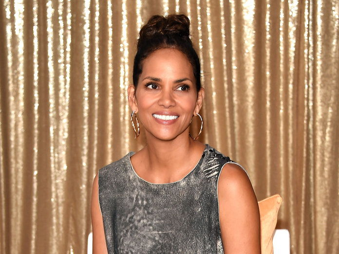 ฮัลลี BerryNEW YORK, NY - AUGUST 03: Actress Halle Berry attends the