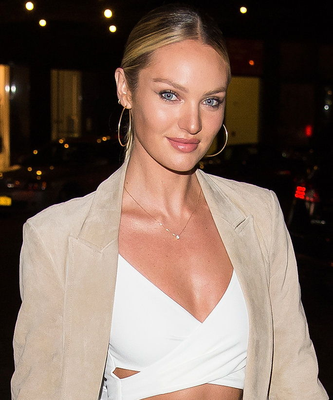 แบบ Candice Swanepoel attends the 2015 Victoria's Secret Fashion Show viewing party at Highline Stages on December 8, 2015 in New York City.