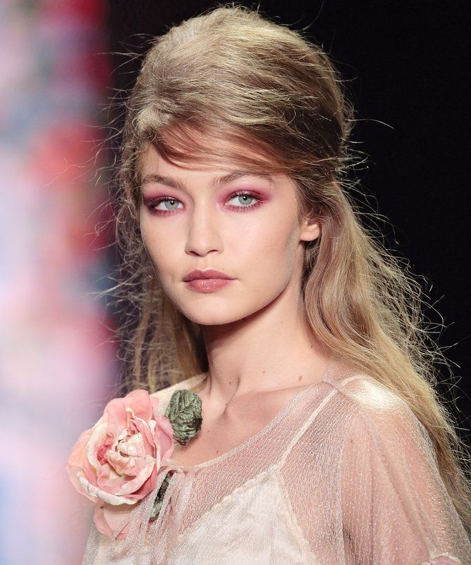 लाल/Pink Eye Makeup Trend - LEAD