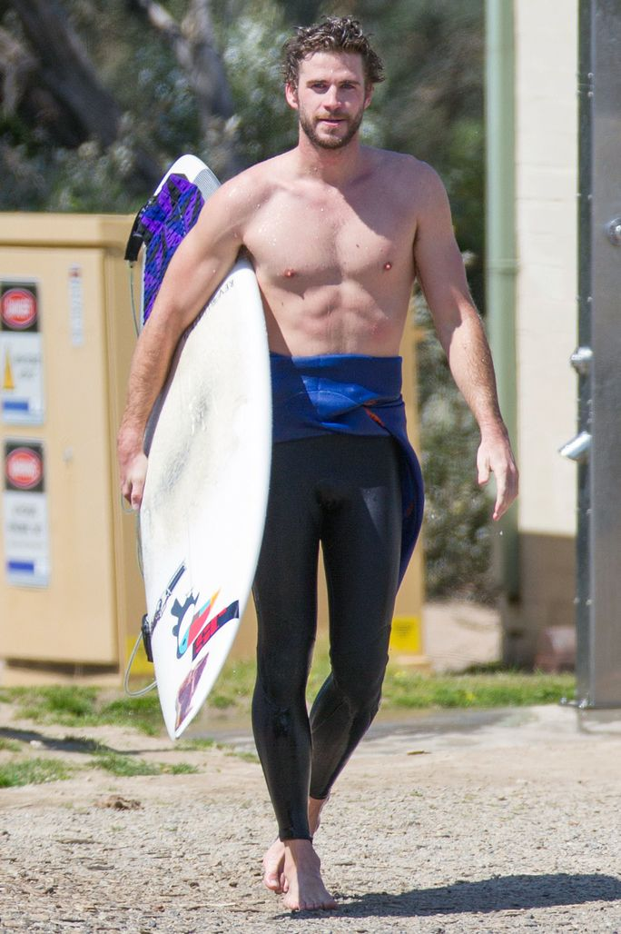 EXCLUSIVE: **PREMIUM EXCLUSIVE RATES APPLY** **NO WEB UNTIL 1AM PST, OCTOBER 8th** Liam Hemsworth goes surfing in Phillip Island.