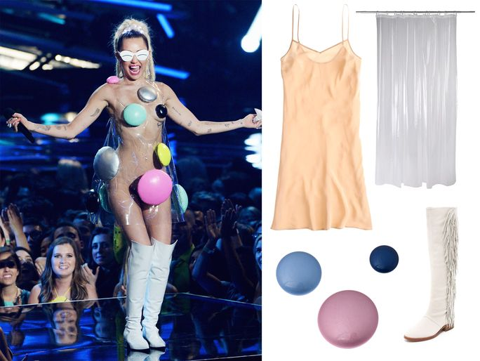 ไมลีย์ Cyrus's See-Through Plastic Dress at the 2015 VMAs