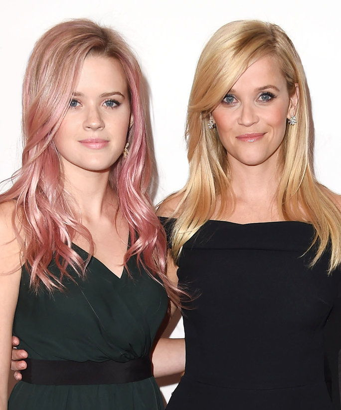 रीज़ Witherspoon and Ava Lead