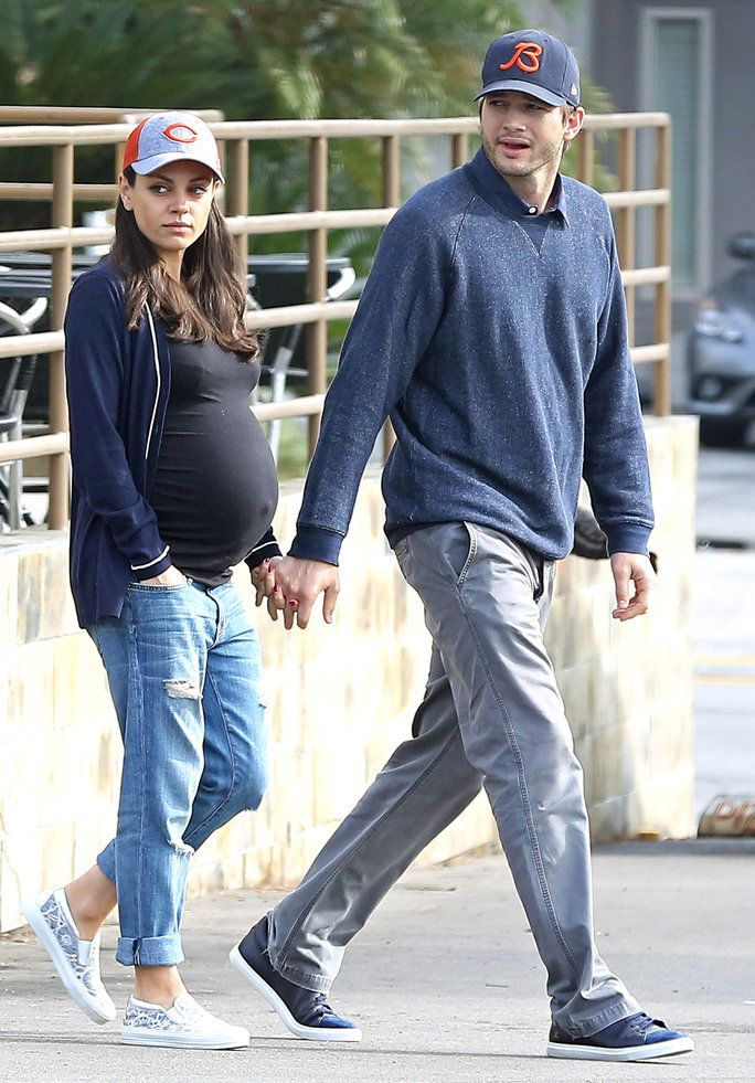 EXCLUSIVE TO INF.October 31, 2016: Expectant parents, Mila Kunis, Ashton Kutcher go out for breakfast at Bea Bea's in Los Angeles, CA.Mandatory Credit: Chiva/INFphoto.com Ref.: infusla-275