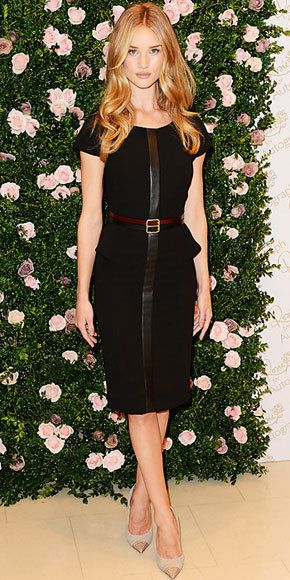 आधुनिकतम: Rose Huntington-Whitely in leather-trimmed dress