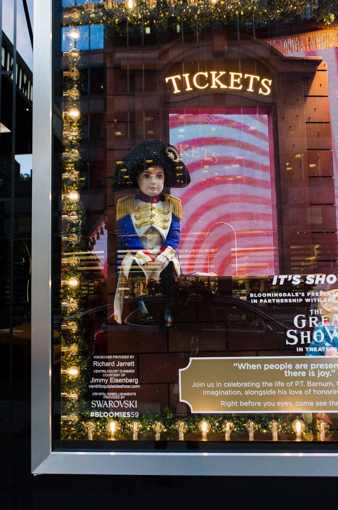 Bloomingdales Holiday Window 2017 - Tout