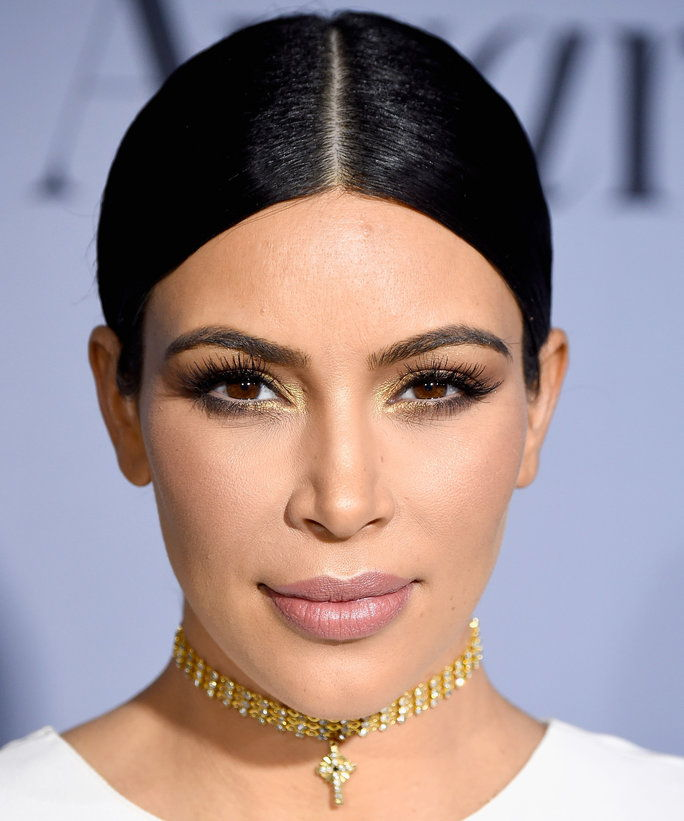किम Kardashian's Gold Eyes and Barely There Lip