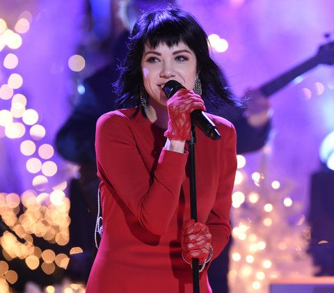 "क्रिसमस IN ROCKEFELLER CENTER -- Pictured: Carly Rae Jepsen rehearses for NBC's ""Christmas in Rockefeller Center"" -- (Photo by: Peter Kramer/NBC/NBCU Photo Bank)"