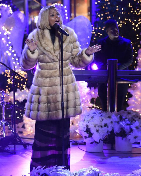 "क्रिसमस IN ROCKEFELLER CENTER -- Pictured: Mary J. Blige rehearses for NBC's ""Christmas in Rockefeller Center"" -- (Photo by: Peter Kramer/NBC/NBCU Photo Bank)"
