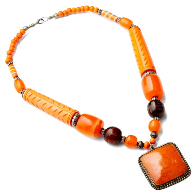 नारंगी Beaded Pendant Necklace