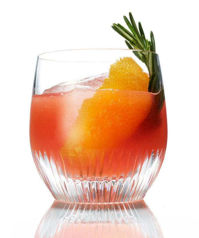 เลือด Orange Old-Fashioned with Honey and Rosemary