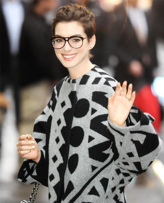 เซเลบ in Glasses: Anne Hathaway