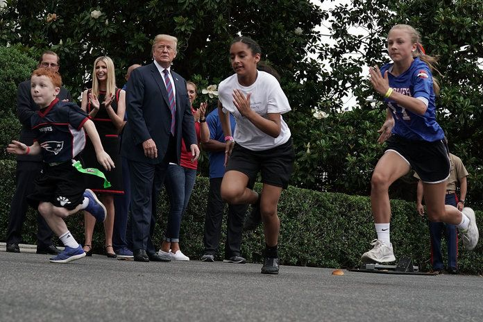 अध्यक्ष Trump Hosts White House Sports And Fitness Day