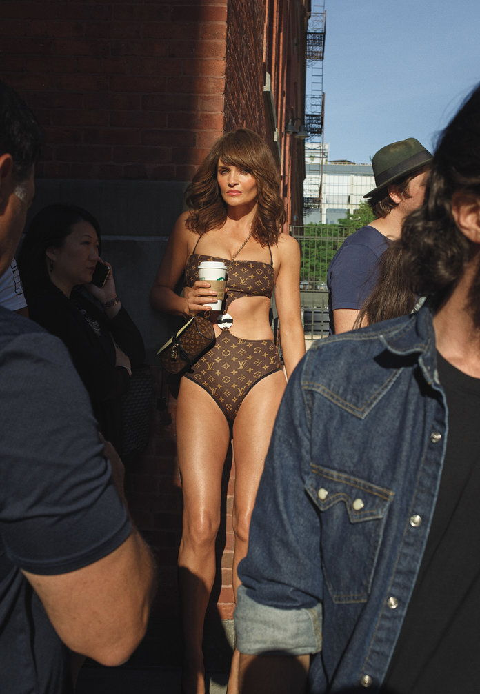 स्टाइल में August - Helena Christensen - Embed - 3